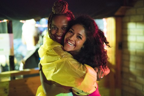 "Die Neue Serie ""Brown Girls"" Stellt Queere Women Of Color In Den Fokus"
