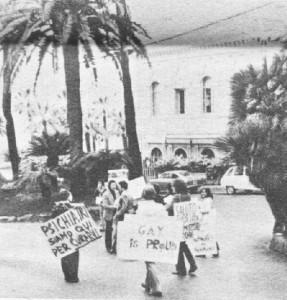 Demonstration 1972 anlässlich des Kongresses für sexuelle Fehlleitungen. Homosexuelle wurden damals mit Elektroschocks kuriert. Copyright Arcigay Catania