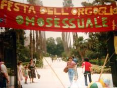 Erste Offizielle Gaypride 'Fest Des Homosexuellen Stolzes' 1981 In Villa Giulia In Palermo. Copyrigt Arcigay Catania.