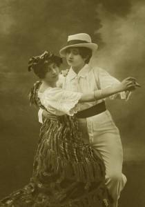 Vintage-ladies-dancing-the-tango-1920