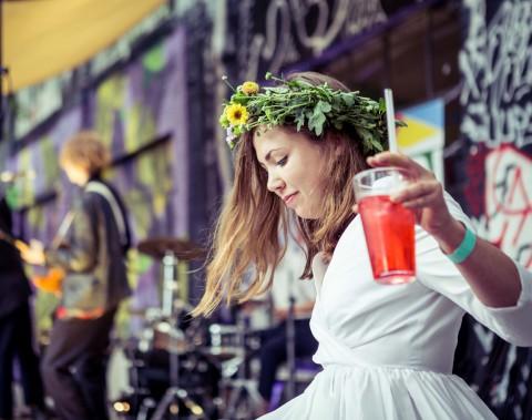 DIY: Dein Floraler Haarkranz Für Die Festival-Saison