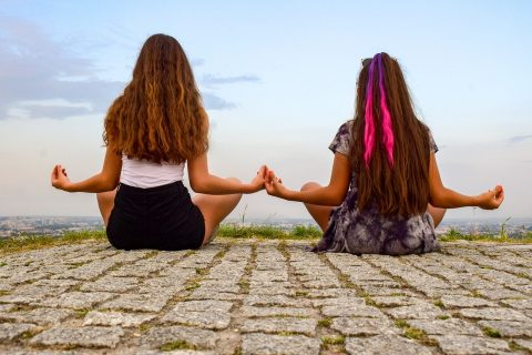 Inhale, Exhale – Wie Yoga Das Leben Total Verqueert